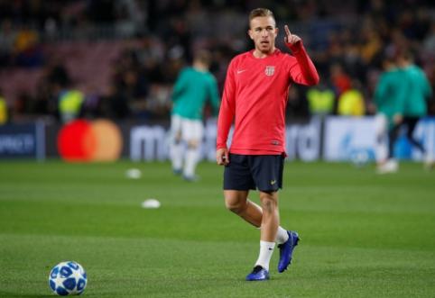 """Arthuras: meldžiuosi, kad Neymaras grįžtų į """"Barcą"""""""