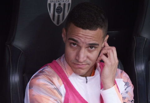 "Intensyvėja ""Barcelona"" derybos dėl ""Valencia"" puolėjo Rodrigo"