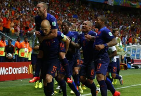 Fantastiškai žaidę olandai sumalė į miltus pasaulio čempionus, Čilė palaužė australus (VIDEO)