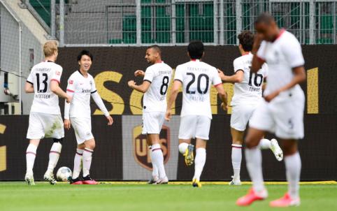 """""""Eintracht"""" palaužė """"Wolfsburg"""" ekipą, """"Schalke"""" patyrė eilinį pralaimėjimą"""