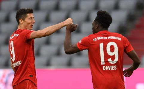 """Užtikrintai čempionų titulo link žygiuojantis """"Bayern"""" nušlavė """"Dusseldorf"""""""