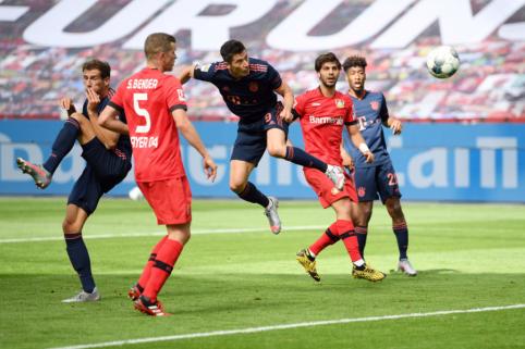 """""""Bayern"""" užtikrintai susitvarkė su """"Bayer"""", """"RB Leipzig"""" nesugebėjo įveikti lygos autsaiderių"""