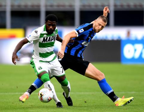 """""""Man City"""" taikosi į M. Škriniarą, """"Inter"""" pareikalavo mainų"""