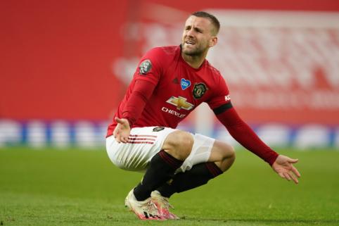 """""""Man Utd"""" sezoną užbaigs be L. Shaw"""