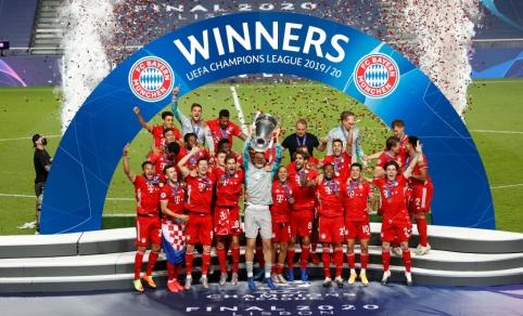 """Buvusią savo komandą pražudęs K. Comanas padovanojo """"Bayern"""" ekipai šeštąjį Čempionų lygos trofėjų"""