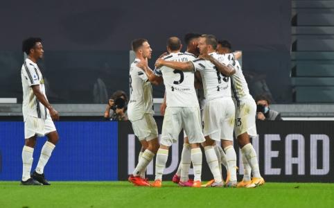 """A. Del Piero paragino """"Juventus"""" prieš """"Barcą"""" žaisti su keturiais puolėjais"""