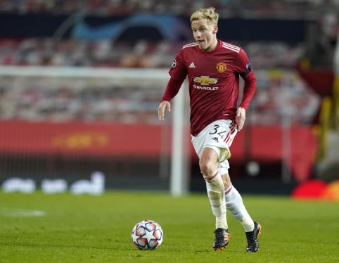 """F. de Boeris apie gandus dėl D. van de Beeko: """"Jis neprašė """"Man Utd"""" vadovų leidimo išvykti"""""""