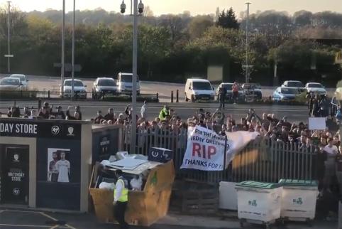 """Prieš """"Leeds"""" ir """"Liverpool"""" rungtynes – fanų protestai"""