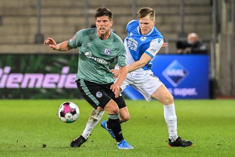 """""""Bayern"""" dar labiau priartėjo prie titulo, """"Schalke"""" krenta į žemesnę lygą"""