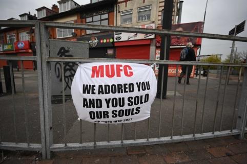 """Pasipiktinę """"Man Utd"""" fanai įsiveržė į komandos treniruočių bazę"""