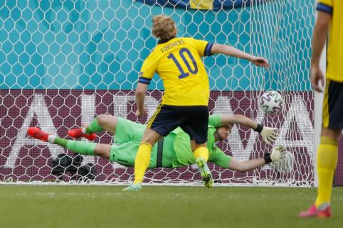 E. Forsbergo realizuotas 11 metrų baudinys padovanojo švedams pirmąją pergalę