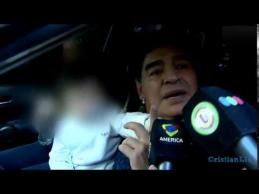 D.Maradona vožė žurnalistui per veidą