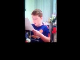 """Vaiko iš Airijos reakcija gavus bilietą į """"Man Utd"""" rungtynes"""