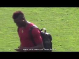 """M.Balotelli parodė """"Man Utd"""" fanams vidurinį rankos pirštą"""