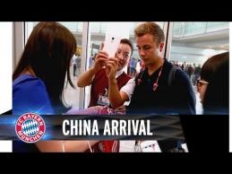 """""""Bayern"""" ekipą Kinijoje pasitiko pamišę futbolo gerbėjai"""