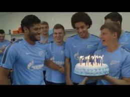 Hulkas nupūtė gimtadienio tortą