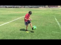 11-metis sugebėjo sudėlioti rubiko kubą, kol žongliravo kamuolį