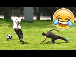 Kliurkos žaidžiant futbolą