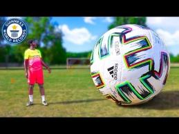 Žaidimas su didžiausiu nusipirktu kamuoliu